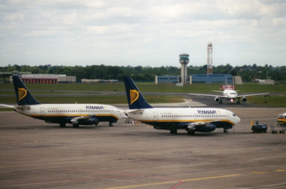 Ryanair_Dublin_May_1995_edited