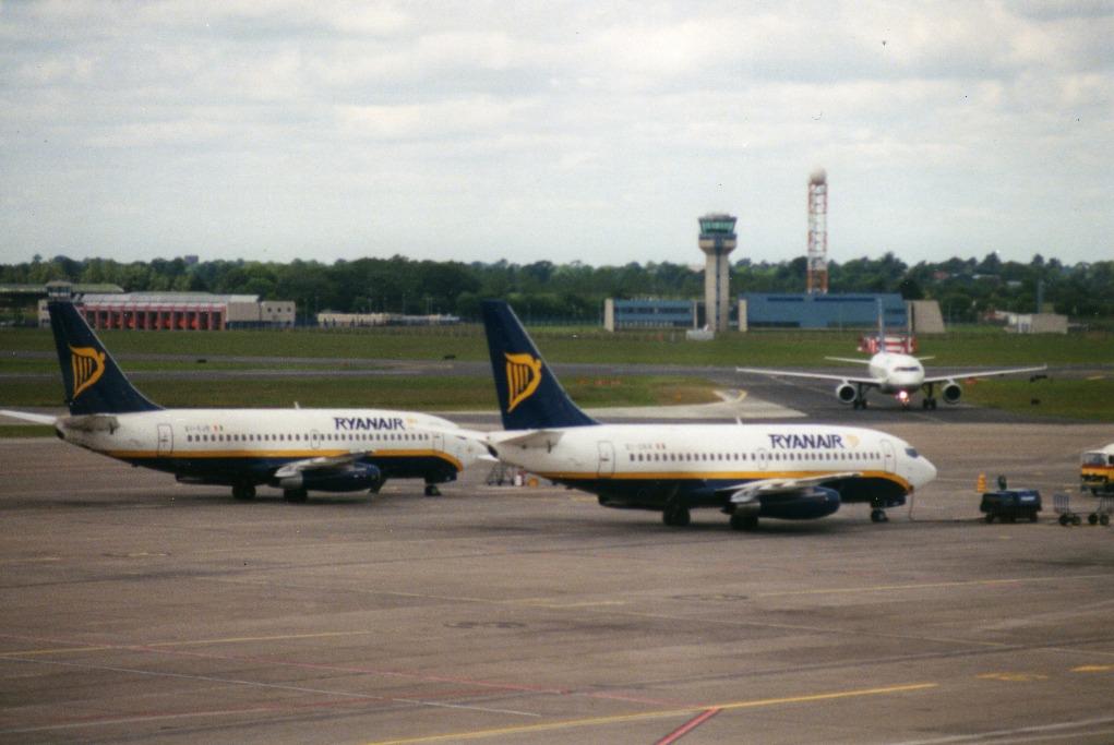 Ryanair_Dublin_May_1995_edited